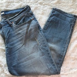 Levis boy friend stye light wash capris size 31